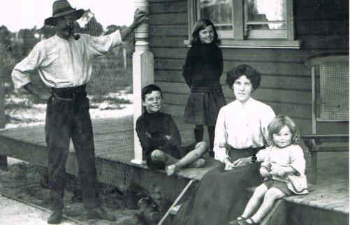 Saint family WA 1913